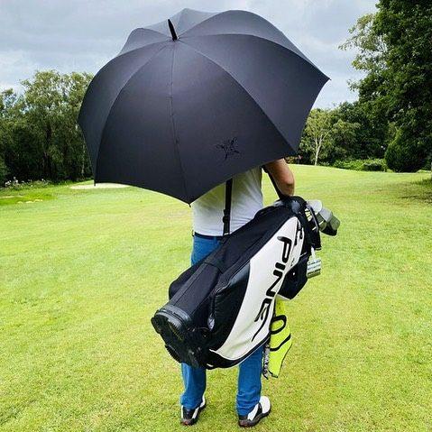 @leparapluiedecherbourg a pensé aux amateurs de golf et lance son tout nouveau modèle de parapluie Golf !  . . . #leparapluiedecherbourg #madeinfrance #parapluie #golf #elegancefrançaise #accessoiregolf #elegance #creativite #heritage #prestige #qualité