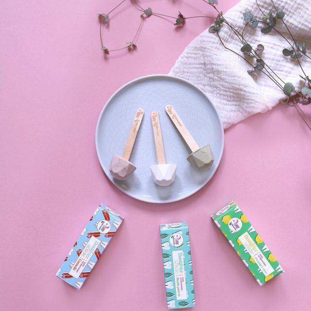 Découvrez les dentifrices solides et zéro déchet de @lamazuna et leur incroyable sensation de fraicheur. À la sauge citronnée, à la menthe poivrée ou encore à la canelle, il y en a pour tous les goûts ! 😁  #lamazuna #zerodechet #cosmetiquesbio #beautytime #smile #agenceflag #rp #bio #ecoresponsable #zerowaste #végane #dentifricesolide #dentifrice #dentifricenaturel #vegan #fabriquéenfrance #madeinfrance #slowcosmetique #mif #salledebainzerodéchet #beauty #homemade #Picoftheday #photography #femme #homme #pr #rp #relationspresse #agencedepresseparis #flag #agenceflag