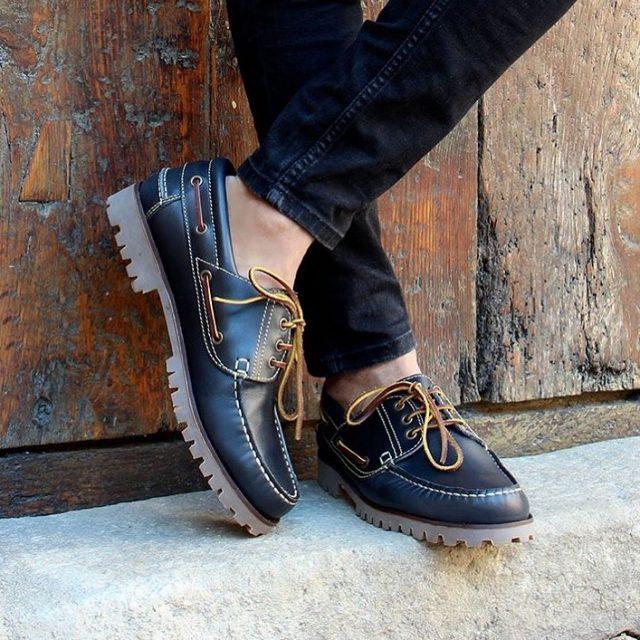 Les chaussures bateau à crampons de @jules_jenn... on attend les beaux jours avec impatience pour pouvoir les porter ! #julesjenn #modeethique #artisanat #agenceflag #modeecoresponsable #printemps #été